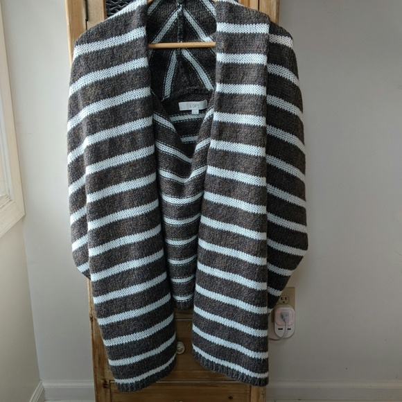 LOFT Sweaters - NWOT Loft chunky vest/wrap